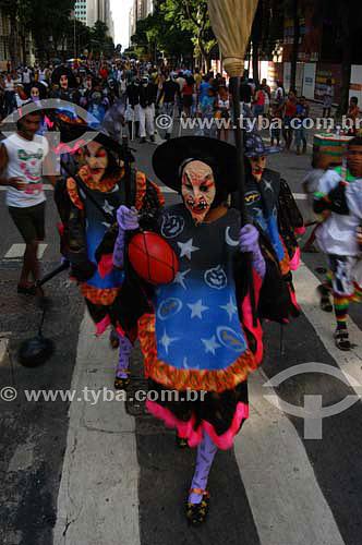 Pessoas fantasiadas para o Carnaval de rua - Bloco Cordão do Bola Preta - Centro da cidade do Rio de Janeiro - Carnaval 2005 - RJ - Brasil  - Rio de Janeiro - Rio de Janeiro - Brasil