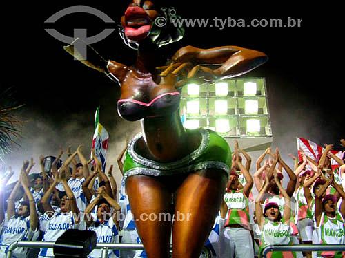 Carro alegórico imitando arquibancada durante o desfile no Sambódromo - Caprichosos de Pilares - Carnaval 2005 - Rio de Janeiro - RJ - Brasil  foto digital  - Rio de Janeiro - Rio de Janeiro - Brasil