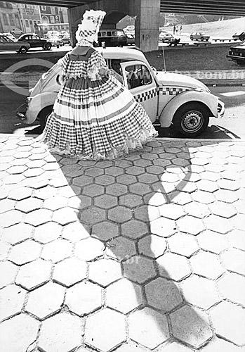 Assunto: Baiana indo para o desfile no carnaval / Local: Catumbi - Rio de Janeiro (RJ) - Brasil / Data: 1987