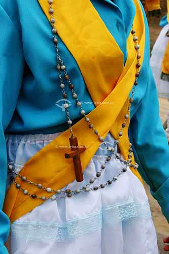 Membro de grupo folclórico de Congada usando roupa característica - Justinópolis - MG - Brasil  - Ribeirão das Neves - Minas Gerais - Brasil