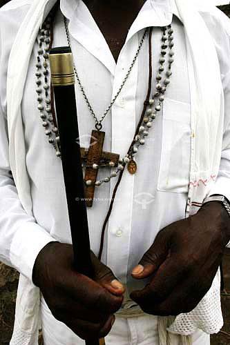 Membro de grupo folclórico de Congada usando roupa característica e segurando um bastão - Justinópolis - MG - Brasil  - Ribeirão das Neves - Minas Gerais - Brasil