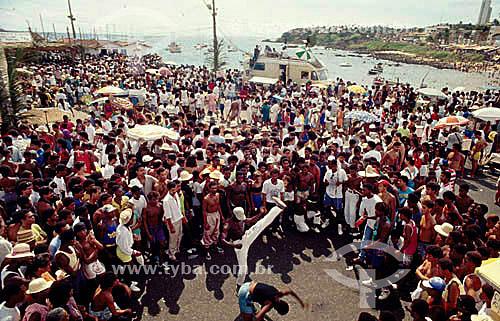 Pessoas assistindo a roda de capoeira na festa de Iemanjá - Rio Vermelho - Salvador - Bahia - Brasil  - Salvador - Bahia - Brasil