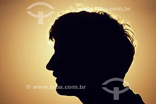 Silhueta da cabeça de um homem