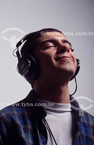 Homem com fone de ouvido  - Rio de Janeiro - Brasil