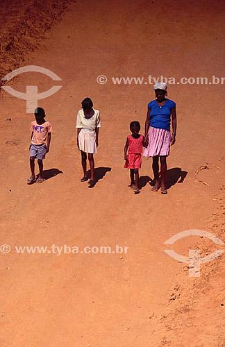 Assunto: Família na seca no Vale do Jequitinhonha / Local: Minas Gerais (MG) - Brasil / Data: 2001