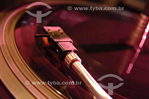Processo de fabricação de vinil - Toca discos da sala de corte em acetato da Fábrica de Discos de vinil Poly Som - Belford Roxo - RJ - Data: 13/12/2006