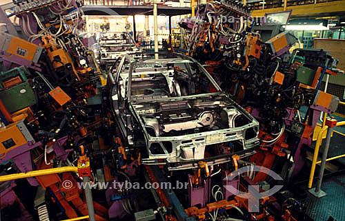 Indústria automobilística - Linha de montagem - Robôs executando pontos de solda - Autolatina / Ford - São Bernardo do Campo - São Paulo  - São Paulo - São Paulo - Brasil
