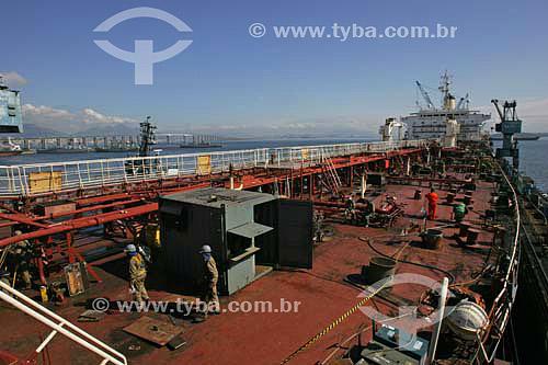 Navio Itaituba, utilizado em transporte de derivados de petróleo, fazendo reparos no estaleiro RENAVE  - Niterói - Rio de Janeiro - Brasil