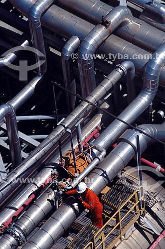 Trabalhador em plataforma de produção de petróleo - Brasil