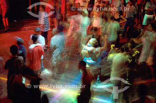 Boate - Pessoas dançando -