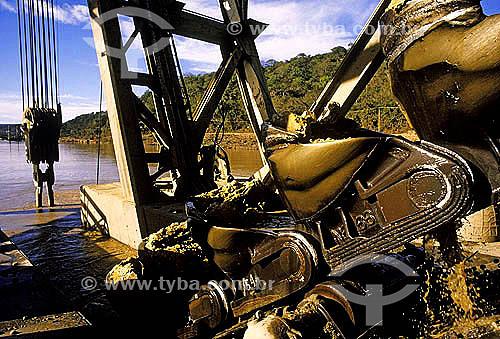 Máquinas de mineração de ouro no rio Jequitinhonha - Minas Gerais - Janeiro 2006  - Minas Gerais - Brasil
