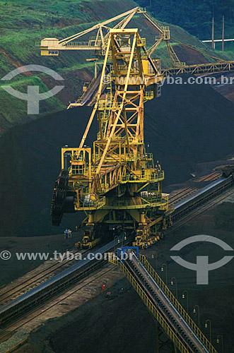 Maquinário utilizado na extração de Minério de Ferro - Serra dos Carajás - Companhia Vale do Rio Doce - Pará - Brasil  - Parauapebas - Pará - Brasil