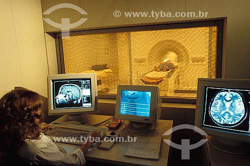 Medicina - Saúde - Exame de ressonância magnética em hospital