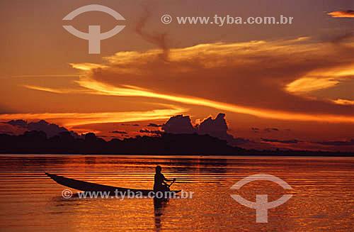 Pôr do sol no Parque Ecológico do lago January, em Manaus - AM (julho de 2001)  - Manaus - Amazonas - Brasil