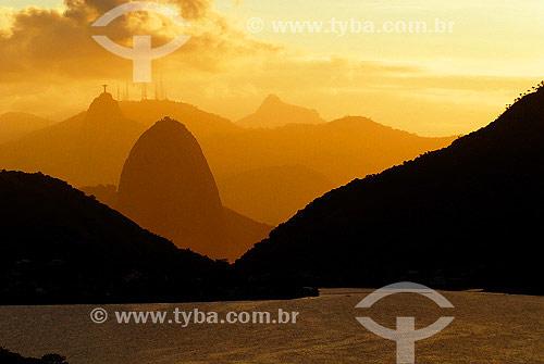 Lagoa de Piratininga com Pão de Açúcar e Corcovado ao fundo - Niterói - RJ - Brasil - 2005  - Niterói - Rio de Janeiro - Brasil