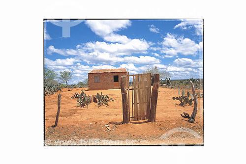 Pequena casa em local de clima seco - Nordeste - Brasil