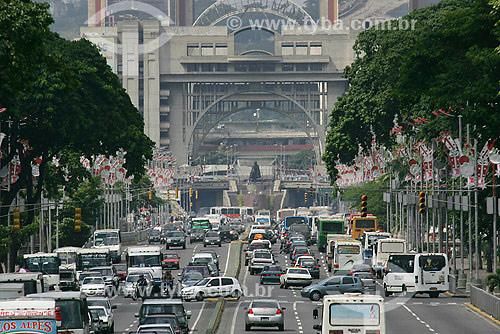 Avenida com automóveis em Caracas - Venezuela - Dezembro de 2007