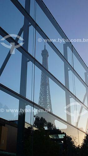 Reflexo da Torre Eiffel no Museu de Quai Branly (Obra do arquiteto Jean Nouvel) - Paris - França - Outubro de 2007