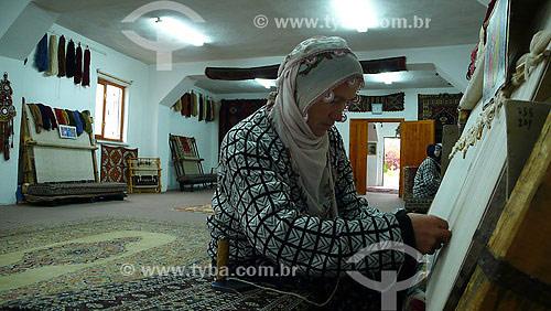 Produção artesanal de tapetes - Tapeçaria - Goreme - Capadócia - Turquia - Outubro de 2007