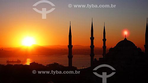 Vista da Mesquita Azul ao amanhecer com Estreito de Bósforo ao fundo - Istambul - Turquia - Outubro de 2007