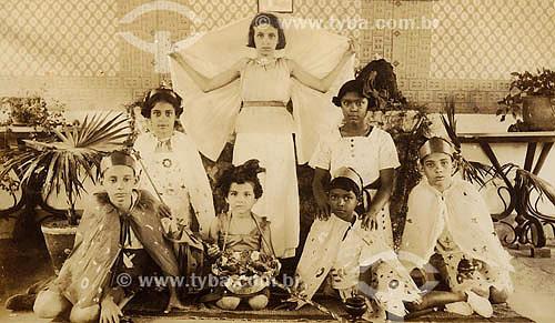 Crianças - Carnaval - Anos 40 - Belém - Pará Acervo: Maria Evangelina Rodrigues de Almeida  - Belém - Pará - Brasil