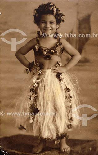 Criança fantasiada para carnaval - Anos 30 - Rio de Janeiro Acervo: Maria Evangelina Rodrigues de Almeida  - Rio de Janeiro - Rio de Janeiro - Brasil