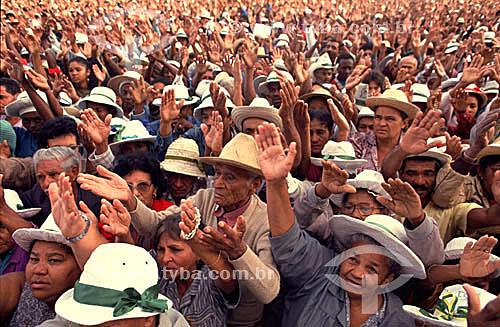 Romaria para assistir à missa de Bom Jesus da Lapa (Esplanada I), uma manifestação importante da fé católica no Brasil - sertão da Bahia  - Bom Jesus da Lapa - Bahia - Brasil