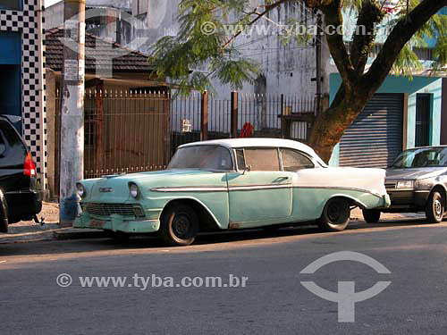 Automóvel Bel Air - fabricado pela Chevrolet ano 1956 estacionado  na rua Cajaiba na cidade de São Paulo - SP - Brasil       - São Paulo - São Paulo - Brasil