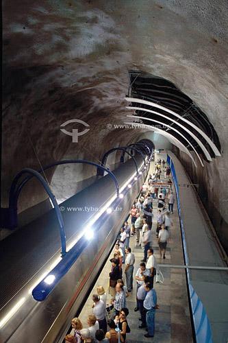 Pessoas no metrô - Estação Arcoverde - Copacabana - Rio de Janeiro - RJ - Brasil  - Rio de Janeiro - Rio de Janeiro - Brasil