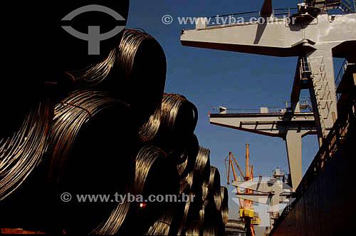 Carregamento de cabos de aço no porto da cidade do Rio de Janeiro - RJ - Brasil  - Rio de Janeiro - Rio de Janeiro - Brasil