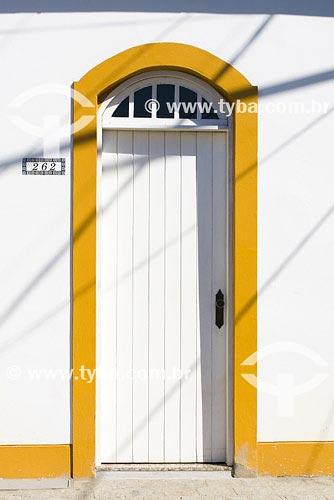 Assunto: Detalhe de porta de arquitetura colonialLocal: Centro Histórico de São Francisco do Sul Cidade: Florianópolis - SCPaís: BrasilData: 26/10/2007