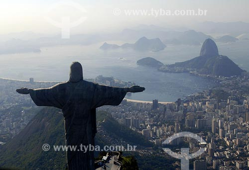 Assunto: Cristo Redentor com Enseada de Botafogo ao fundoLocal: Rio de Janeiro - RJData: 17/06/2006