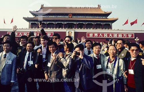Assunto: Grupo de fotógrafos em frente ao Palácio Imperial Local: Beijing - China