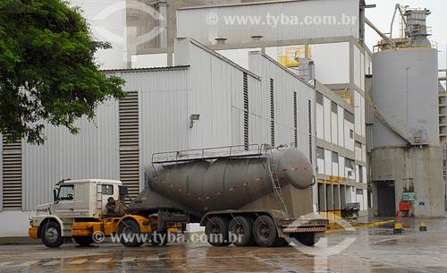 Assunto: Fábrica de Cimentos - Holcim - IndustriaLocal: Cantagalo - RJData: 2008
