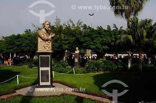 Assunto: Estátua de Santo Antônio na Praça Visconde Figueira /  Santo Antônio de Pádua  Noroeste Fluminense - RJ / Data: 06/2008