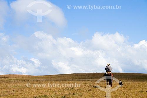 Assunto: Homem a cavalo na Serra da Boa Vista / Local: Serra da Boa Vista, no município de Rancho Queimado - SC - Brasil / Data: 14/06/2008