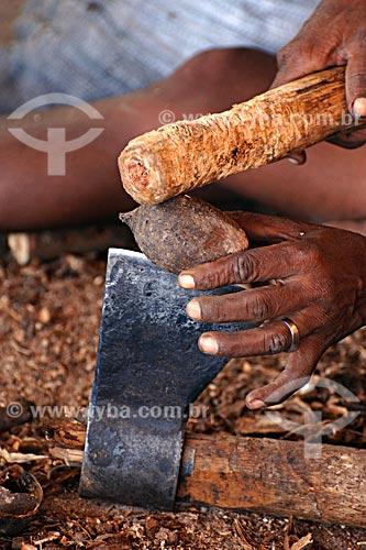 Assunto: Quebradreiras de coco de babaçú - Sede da União das Mães / Local: Itapecurú-Mirim - MA / Data: 08/2008