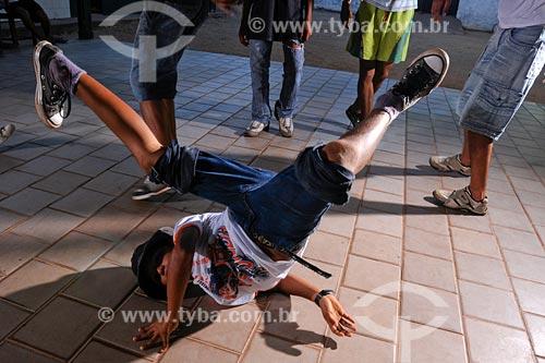 Assunto: Byboys, grupo de rapazes de Dança de Rua - Break Dance / Local: Cidelândia - MA / Data: 08/2008