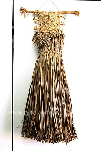 Assunto: Vestimenta estilo vestido da tribo Gavião, usada para comemorar a festa do peixe - Palha de bacaba e madeira - Fundação Casa de Cultura / Local: Marabá - PA / Data: 08/2008