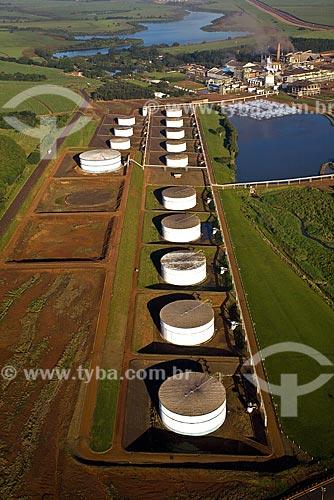 Assunto: Usina São Martinho - Tanques de armazenamento de Etanol  / Local: Pradópolis - São Paulo (SP) - Brasil  / Data: 09/2008