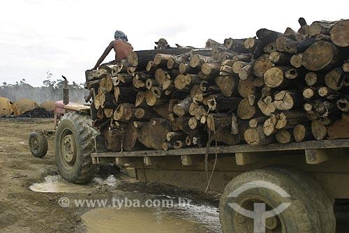 Assunto: Trabalhadores chegando à uma area de carvoaria e desmatamento na Amazonia / Local: Amazônia/ Data: 12 de Maio de 2004
