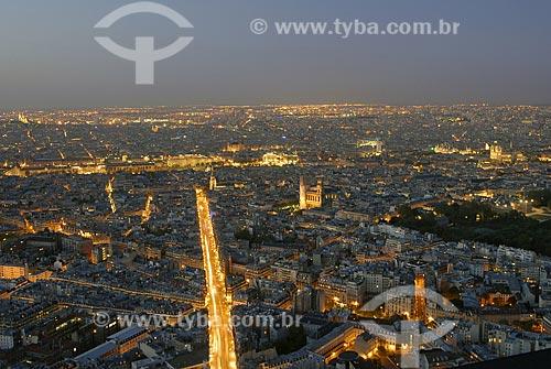 Assunto: Vista noturna de Paris com Museu do Louvre (Musée du Louvre) e Sacre Coeur / Local: Paris - França / Data: 20 de Abril de 2007