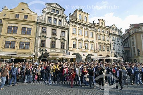Assunto: Pessoas olhando para o Relógio Astronômico de Praga / Local: Praga - República Tcheca / Data: 23 de Abril de 2007