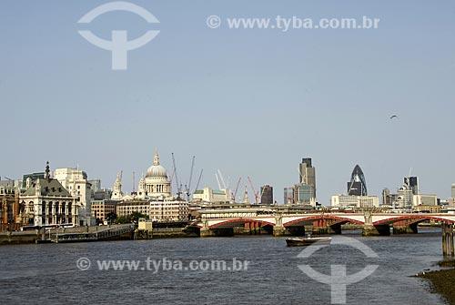 Assunto: Rio Tâmisa - Ponte Blackfriars - Catedral St. Paul ao fundo / Local: Londres - Inglaterra / Data: 05/2007