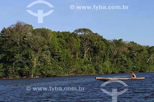 Assunto: Vista de rio e da floresta amazônica com ribeirinho remando / Local: Pará (PA) / Data: 18 de Julho de 2008