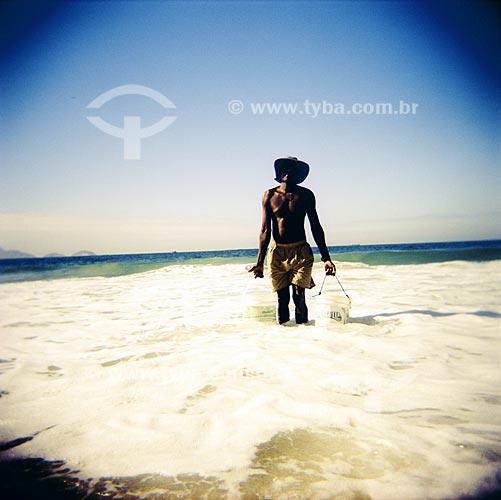 Assunto: Praia de Copacabana, ensaio fotografico feito com a maquina Holga entre 2005 e 2007 / Local: Rio de Janeiro (RJ) / 01 de Janeiro de 2005