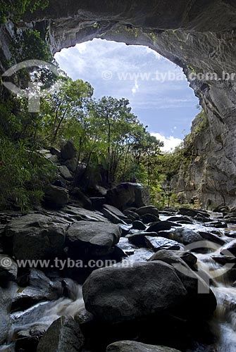 Assunto: Ponte de Pedra no Parque Estadual de Ibitipoca / Local: Vila de Ibitipoca - Lima Duarte (MG) / Data: 13 de Dezembro de 2006