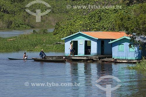 Assunto: Casas flutuantes no Rio Amazonas - Ribeirinhos / Local: Manaus - Amazonas - Brasil / Data: Junho de 2007