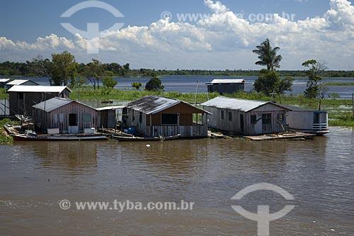 Assunto: Casas na Comunidade Janauary na época da cheia / Local: Perto do encontro das águas dos rios Negro e Solimões, a 14km a leste de Manaus - Amazonas - Brasil / Data: Junho de 2007