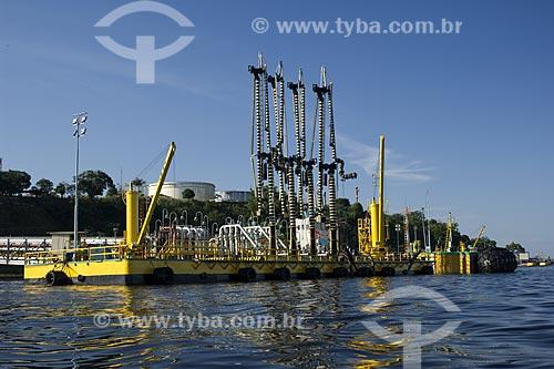 Assunto: Porto flutuante da refinaria da Petrobras, a REMAN, na margem esquerda do Rio Negro / Local: Manaus - Amazonas - Brasil / Data: Junho de 2007